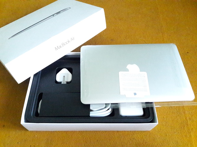 MacBook Air MJVM2