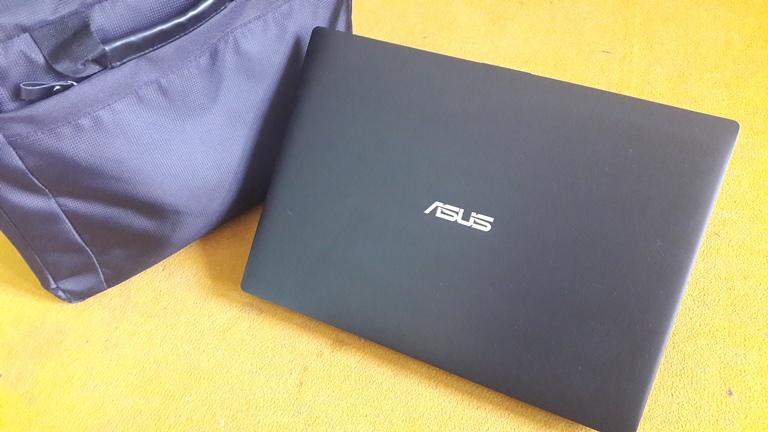 Asus P2430U