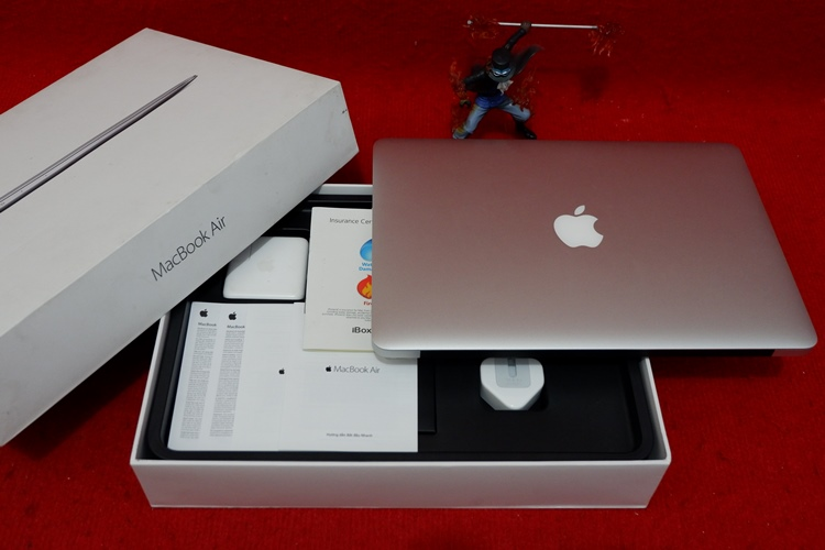 Mac Book Air MMGG2 Core i