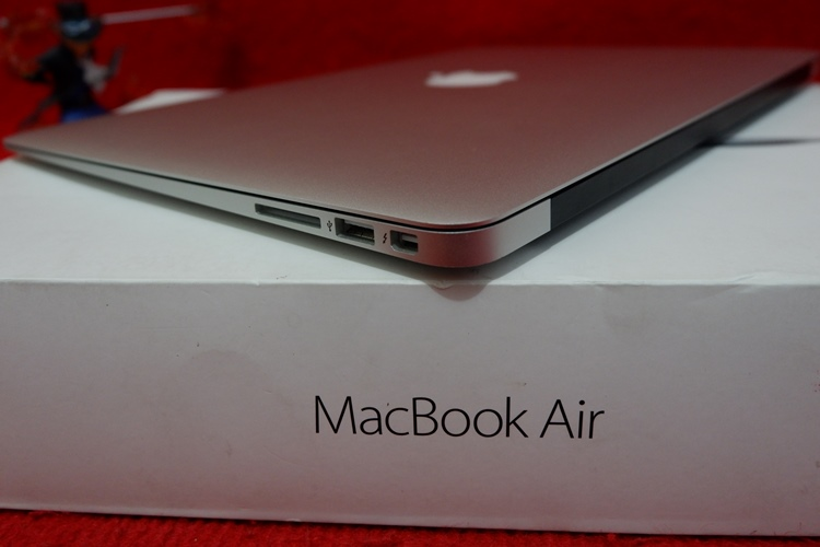 Mac Book Air MMGG2 Core i
