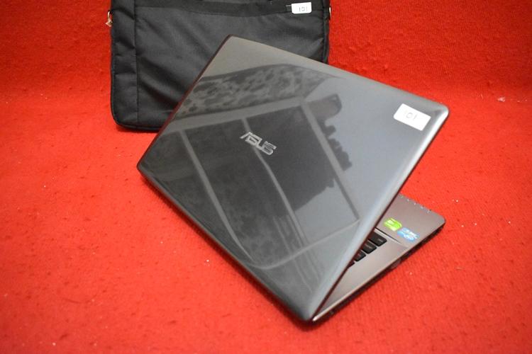 ASUS X450CC Core i3 - 3217U + Nvidia 720M