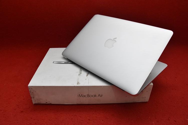 MacBook Air MMGF2 Core i5 early 2015 13.3in CC 80