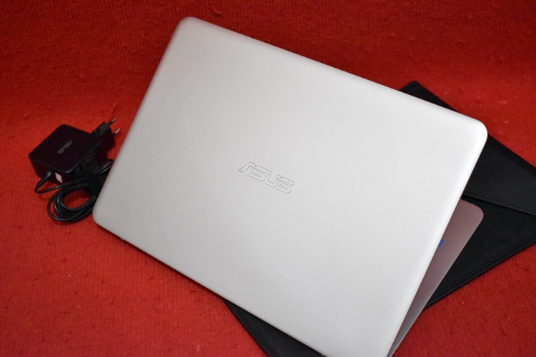 ASUS ZenBook UX305FA Core M - 5Y10C