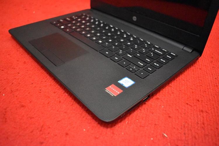 HP 14 - bs007TX Core i5 - 7200U + Radeon 520
