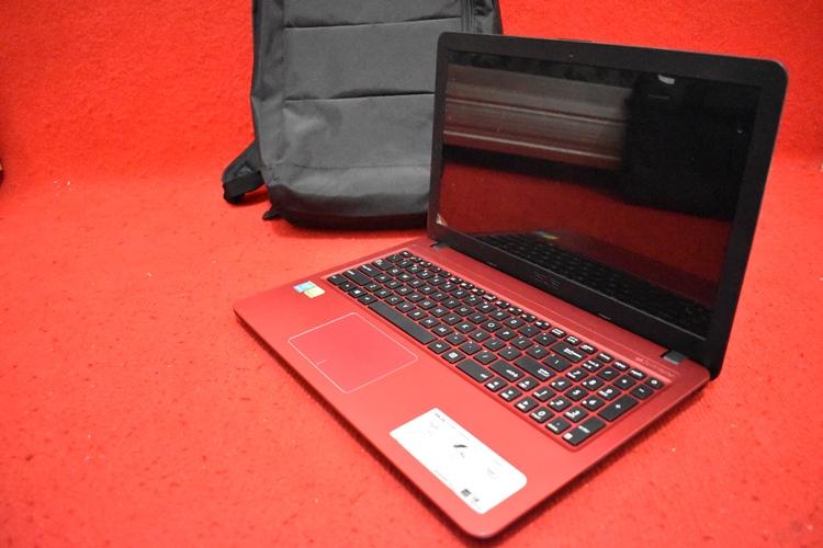 ASUS X540LJ Core i3 4005U + Nvidia 920M