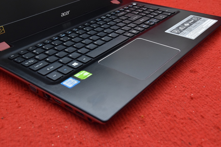 DSC_0052ACER F5 - 572G Core i7 - 6500U + Nvidia 940M