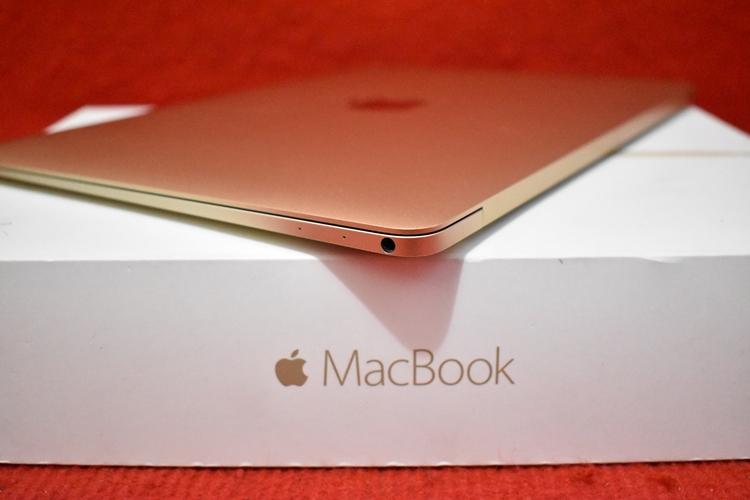 NEW Mac Book MK4M2 Core M