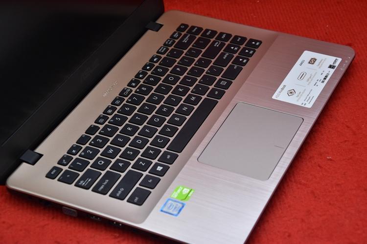 Asus A442UQ Core i7 7500U + Nvidia 940Mx