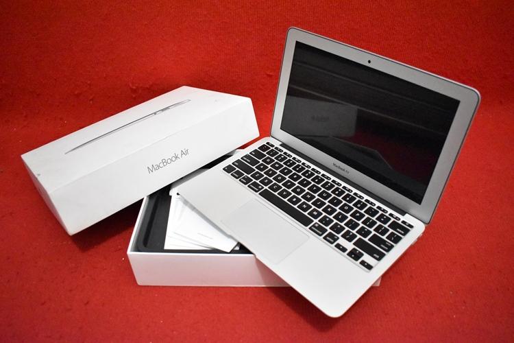 MacBook Air MJVM2