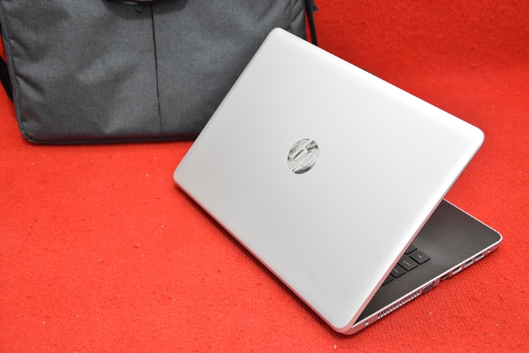 HP 14 - bs005TX Core i3 6006U + Radeon 520