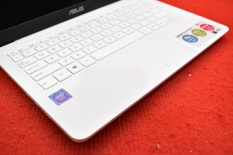 ASUS E202SA Intel Celeron N3060