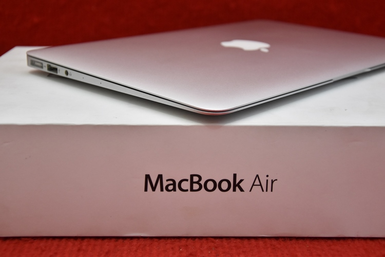MacBook Air MD712 Core i5