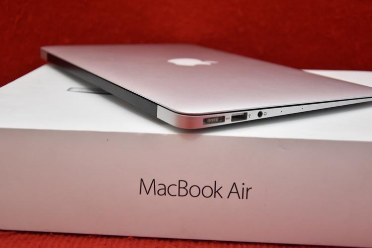 MacBook Air MJVM2 Core i5
