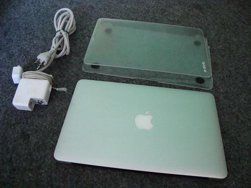 MacBook Air  (1)