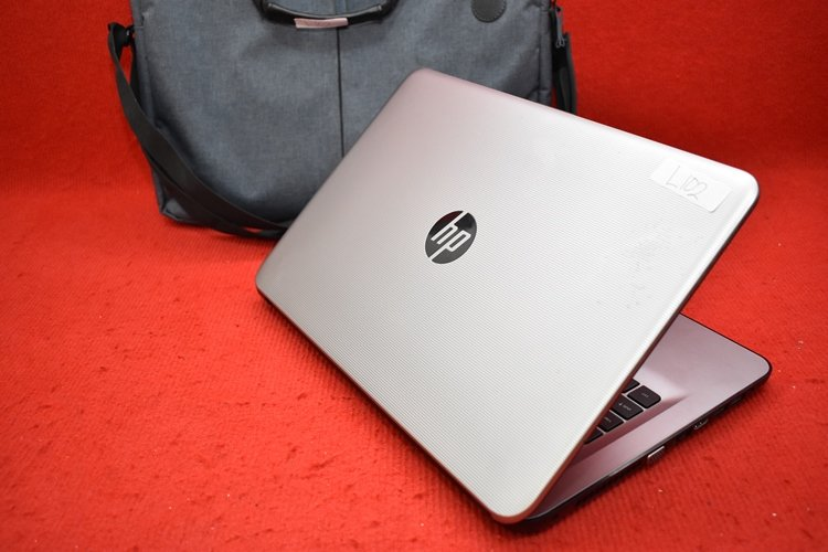 HP 14 - am015TX Core i5 - 6200U + AMD Radeon R5